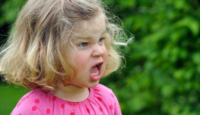 Ko nedarīt vecākiem, kad bērns uzvedas neizturami