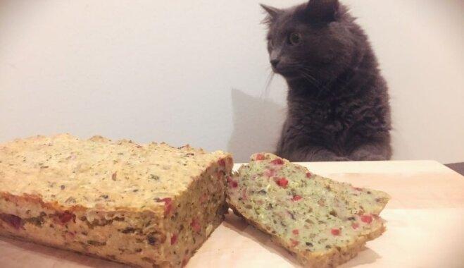 Веганский кабачковый хлеб с брусникой и семечками подсолнуха