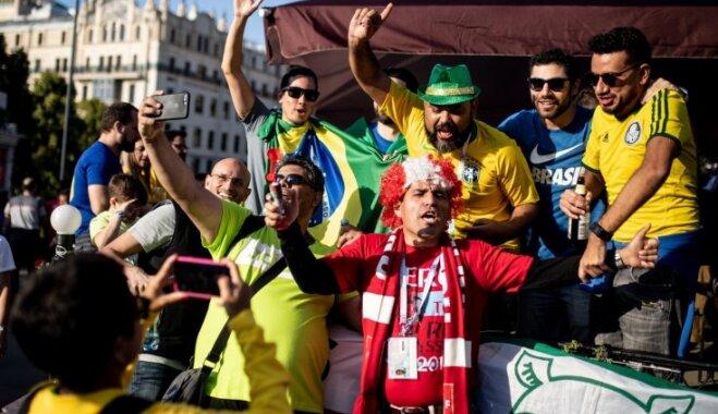 Futbola fanu piedzīvojumi Krievijā: atteikums ienest stadionā dzīvas vistas, rekets un bandubērnu risks