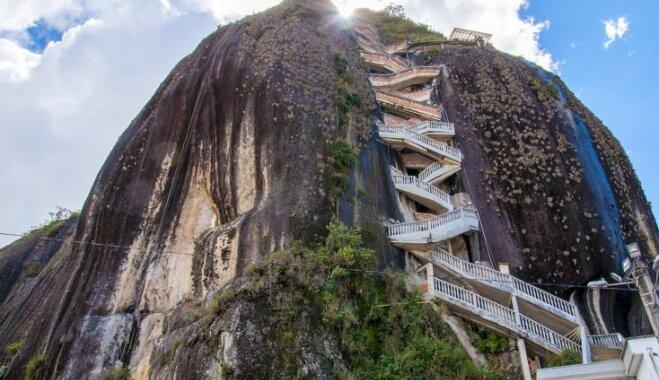 Klints Kolumbijā, uz kuras virsotni iespējams nokļūt pa 649 pakāpieniem