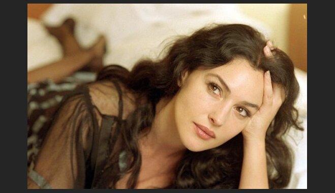 Полная дольче вита: Моника Белуччи рассказала, как инвестировала в свою красоту