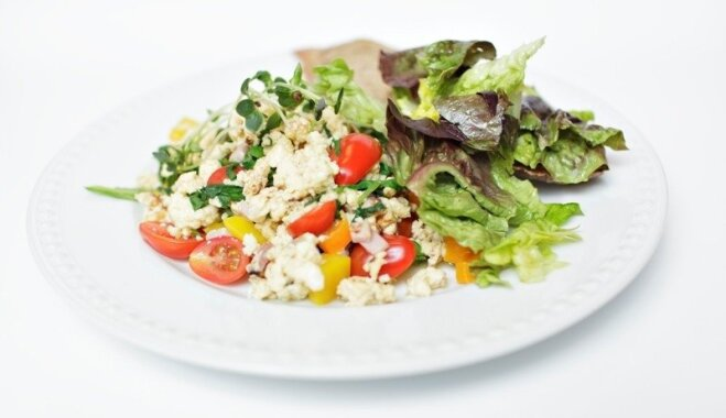 16 olu ēdieni bagātīgam brokastu galdam