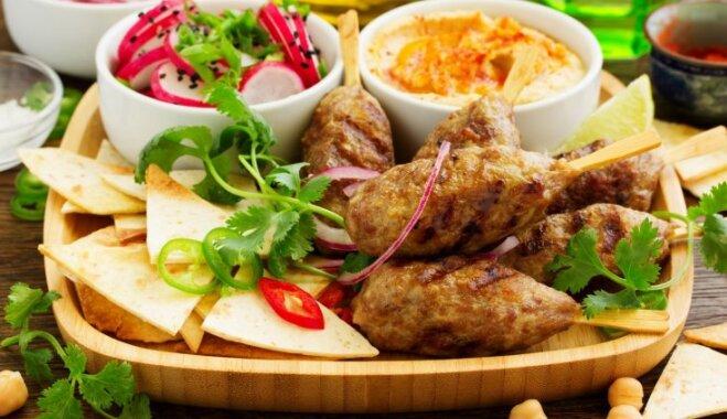 Zibenīgi pagatavojama ballīšu uzkoda – humuss: trīs vienkāršas receptes izmēģināšanai