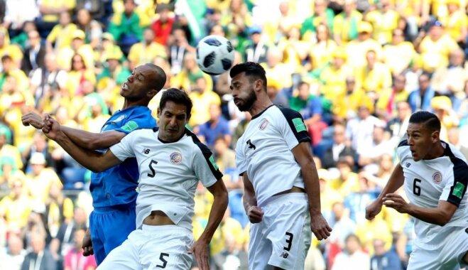 Brazīlija pēdējās minūtēs izglābjas no vēl viena neizšķirta un tuvojas PK astotdaļfinālam
