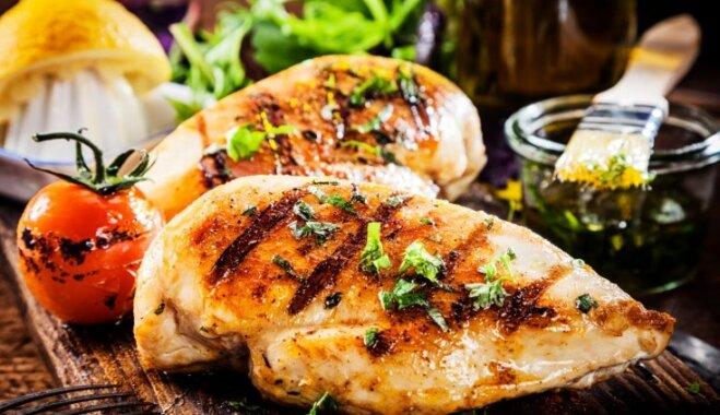 Kā iekļaut ēdienkartē cimperlīgo vistas fileju: padomi tievētājiem un sportotājiem