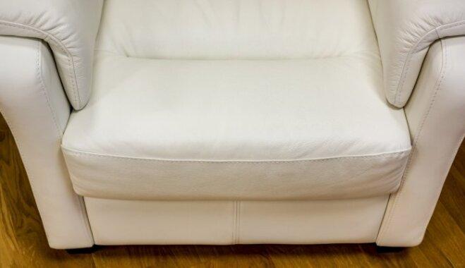 'Tava Māja' testē: cik efektīvi ir ādas mēbeles tīrīt ar mitrajām salvetēm