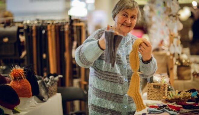 Svētku laikā atgriezies tradicionālais invalīdu un senioru darinājumu tirdziņš