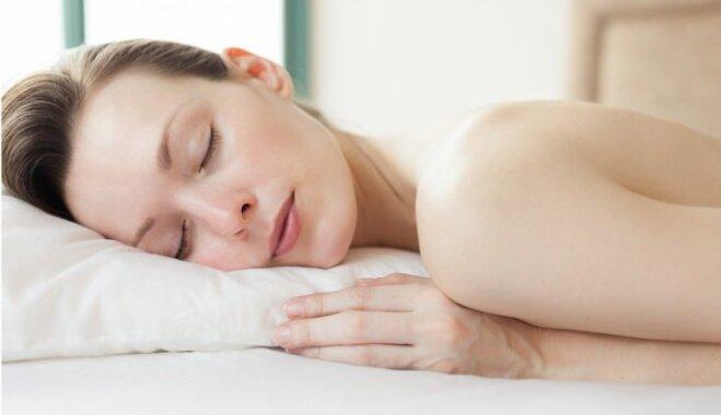 Сон на животе — самая вредная для здоровья привычка