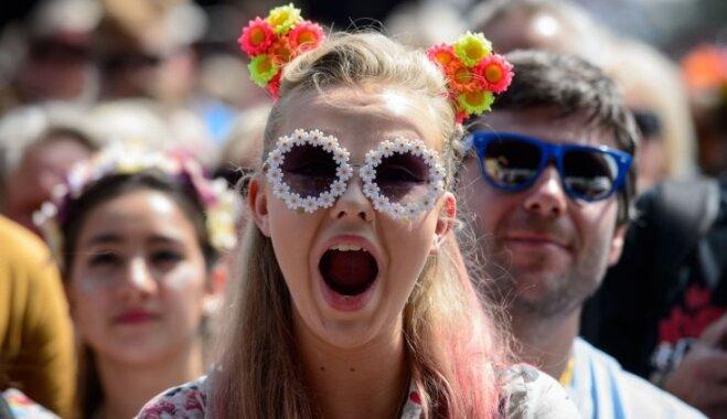 Модный фестиваль: берем с собой джинсы, цветастые платья и резиновые сапоги