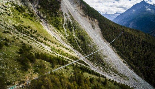 ФОТО. В Швейцарии открылся самый длинный в мире подвесной мост