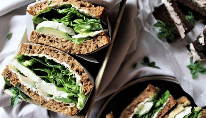 Вегетарианские бутерброды с авокадо и моцареллой
