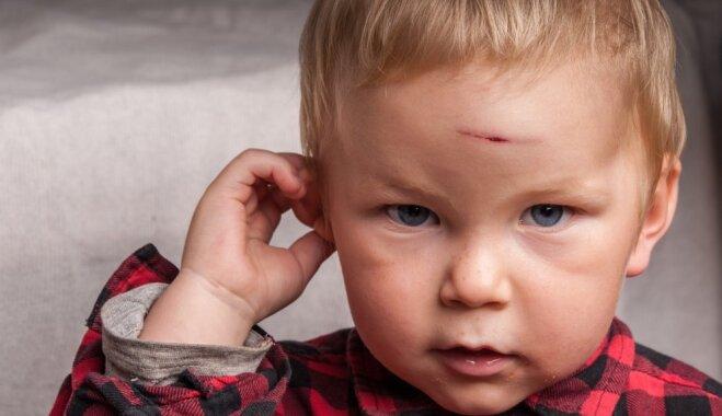 Reanimatologs Kļava: par drošības un audzināšanas lietām vecāki jāizglīto pirms bērna dzimšanas