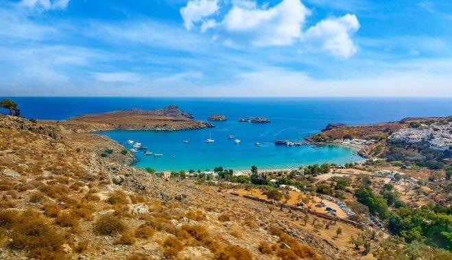 Иностранцам запретили венчаться на греческом Родосе из-за британской пары, сделавшей эротическое фото на фоне часовни