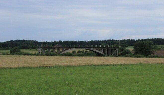 Mazzināmas pilis, tilts uz nekurieni un pat mauzolejs – maršruts pa neparastām vietām Kurzemē