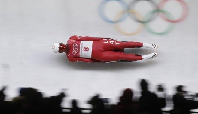 Aparjods pēc diviem braucieniem pretendē uz olimpisko sešinieku un cīņu par medaļām