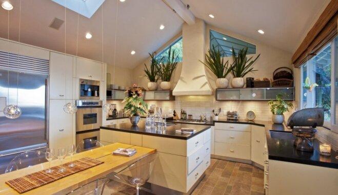 Plašas, kompaktas un praktiskas: ieskats slavenību virtuvēs