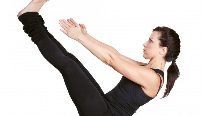 Trīs vienkārši vingrinājumi plakanam vēderam un izturībai, ko var veikt mājās uz grīdas