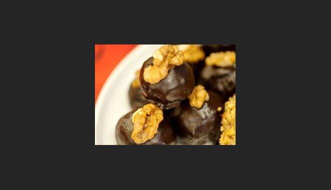 Plūmju - valriekstu konfektes 'Otra puse no sirds'