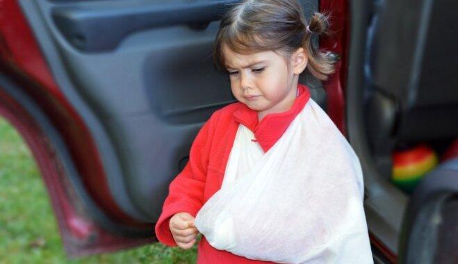 Мнение врача: правилам детской безопасности родителей надо учить еще до рождения ребенка