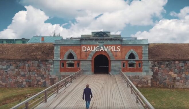 Видео о приключениях туриста-бородача в Даугавпилсе покорило соцсети