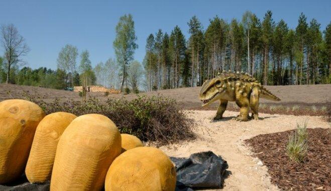 Foto: Kā dažas dienas pirms atklāšanas izskatās lielākais Baltijas izklaides parks 'Avārijas brigāde'
