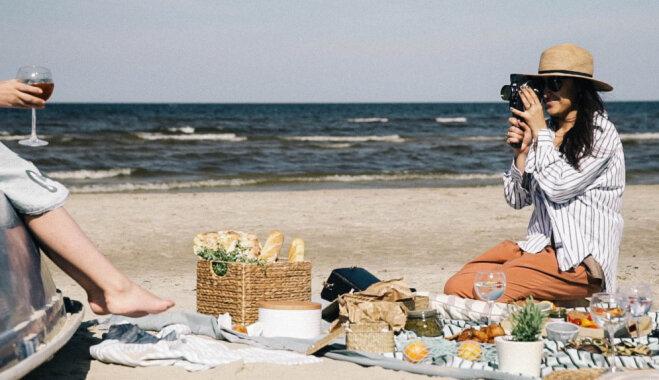 Četras elegantas receptes saulainam piknikam pie jūras