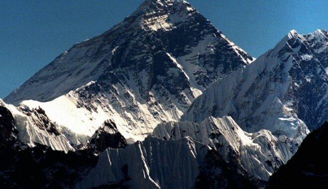 Инвалид-колясочник впервые самостоятельно покорил Эверест