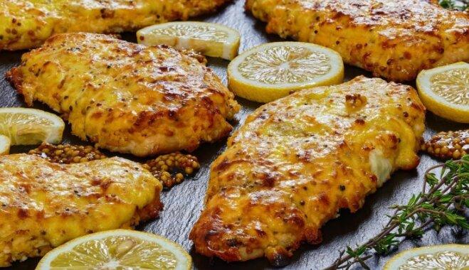 Жареное куриное филе с сыром и зернистой горчицей