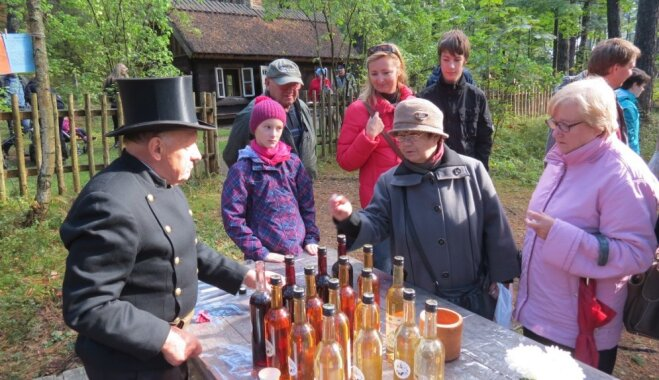 Jūrmala sestdien vilina ar vīna svētkiem zvejnieku sētā