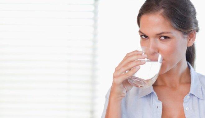 Ne tikai dzert ūdeni vai aizturēt elpu: ieteikumi žagu apturēšanai