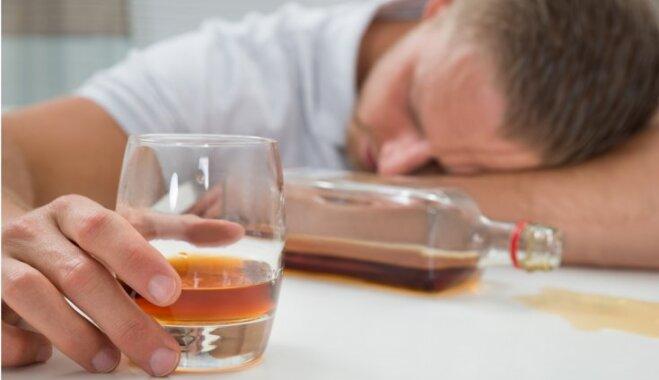 Seši gulētiešanas laika paradumi, kas liek pieņemties svarā