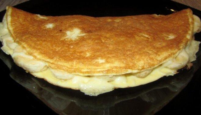 Omlete ar sieru un banānu kaloriju skaitītājiem