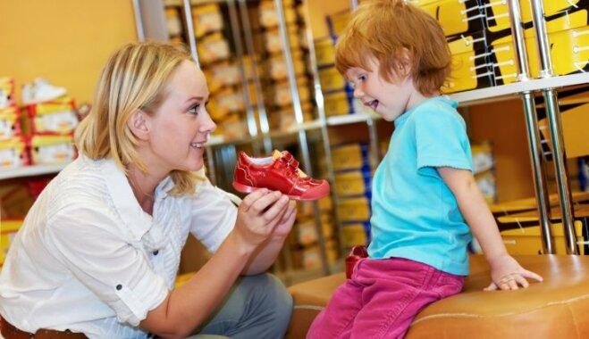 Ortopēds izglīto par pareizu bērnu apavu izvēli – nē supinatoriem un šaurām kedām