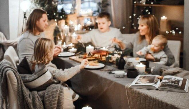 Rasolu bļodas pret dekoriem. Padomi svētku galda noformējumam Ziemassvētku noskaņās