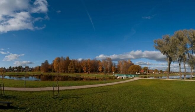 Ekskursija uz Valku: rudens baudīšana ar vienu kāju - Latvijā, otru – Igaunijā
