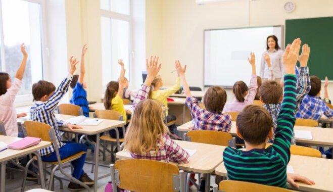 Labs un uzticams, bet ar zemu algu: pētījums atklāj, kāds ir vidējais Latvijas pedagogs mediju acīm