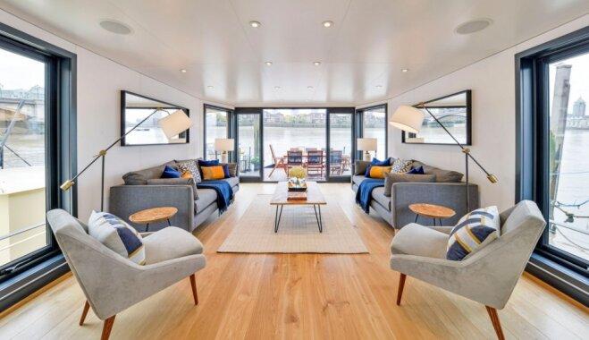 Foto: Peldošā luksusa māja Londonā, kuru ieskauj Temzas upes viļņi