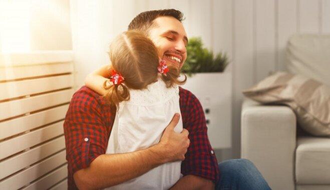 Kāpēc bērni iespējami biežāk jāapskauj: septiņi pamatoti iemesli