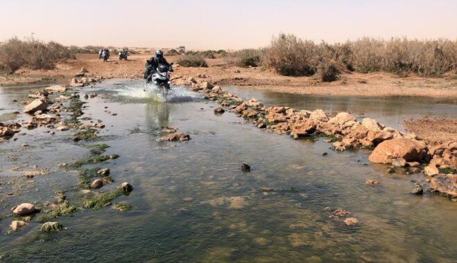 """""""Дакар по-латвийски"""": мотогонщики Ханс и Траубергс едут в опасное путешествие по Африке"""