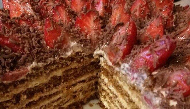 Mitrā un īpaši sulīgā medus kūka
