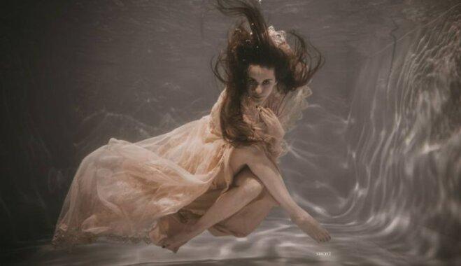 ФОТО. Секреты подводной фотосессии: как девушка из Резекне стала русалкой