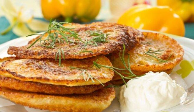 No rīvēšanas līdz cepšanai: labākās tautas metodes kraukšķīgām kartupeļu pankūkām