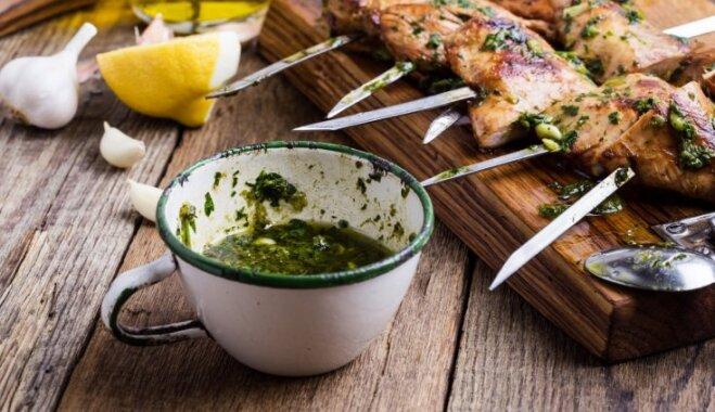 Itāliešu iecienītā zaļumu mērce – gremolata: kā to pagatavot un izmantot