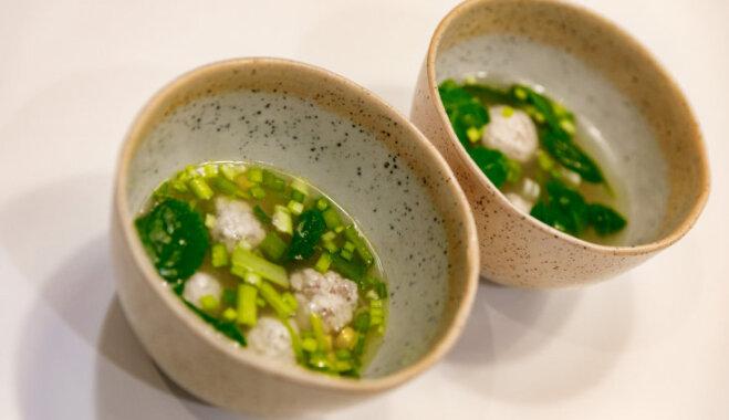 Быстрый суп с фрикадельками и шпинатом