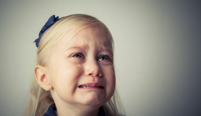 Frāzes, ko bērnam nedrīkst teikt raudāšanas laikā