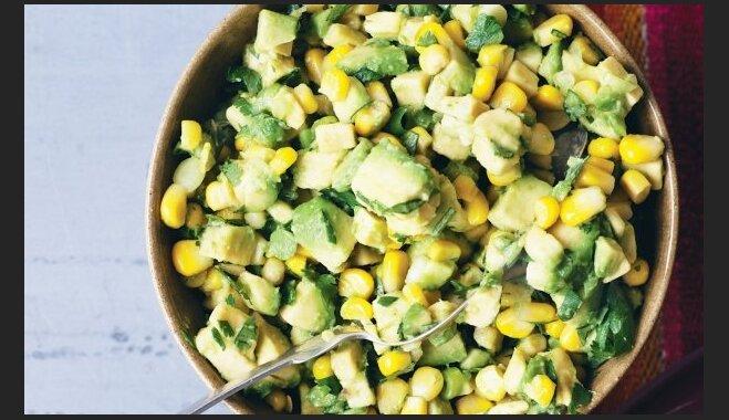 Салат из авокадо, яйца и кукурузы