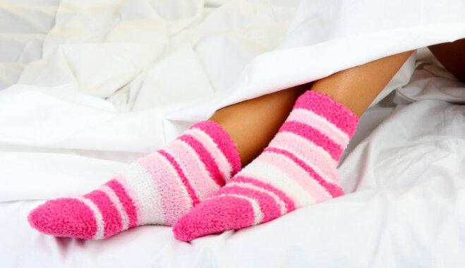 Девушка во время секса не снимает носки