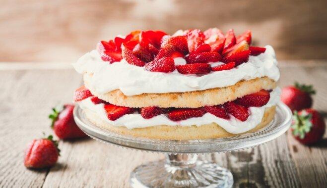 Gardā zemeņu torte ar biezpiena krēmu