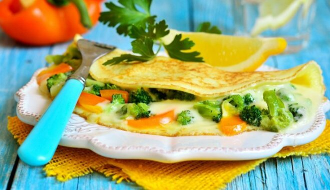 Karaliskās pankūkas ar sieru un dārzeņiem