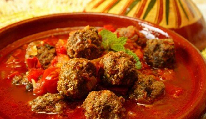 Maltās gaļas bumbiņas pikantā mērcē jeb 'kofta curry'